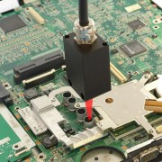 Measuring the temperature of electronic components using the PyroCube pyrometer
