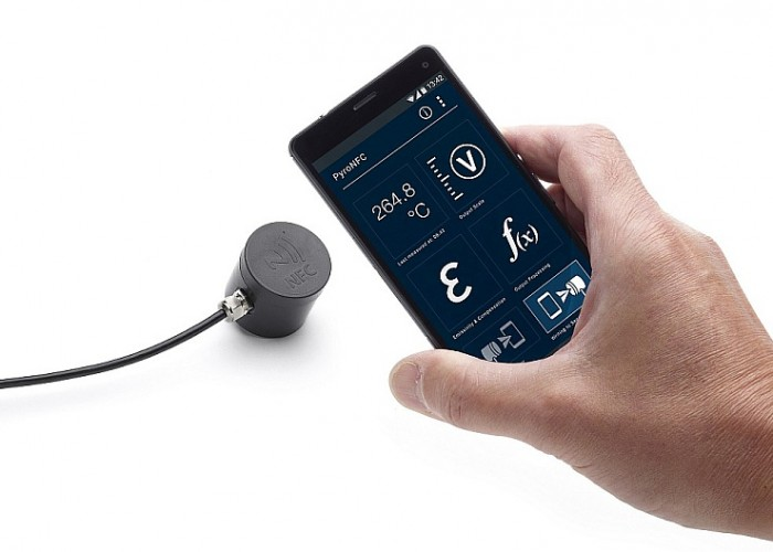 PyroNFC pyrometer with NFC communications